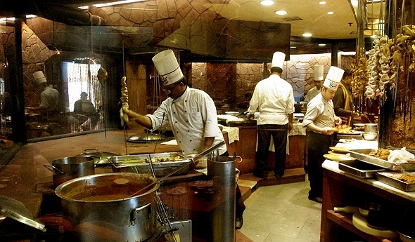 Live life king size at itc maurya sheraton new delhinew for 5 star indian cuisine